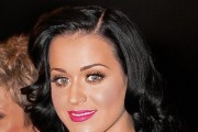 How Celebrities Should Use Social Media, as Dictated by Katy Perry