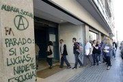 People enter an unemployment registry office in Mataro near Barcelona June 4, 2013. Credit: Reuters/Gustau Nacarino