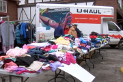 Students hold pop-up shop to help people in need.
